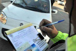 ¿Quiénes sí y quiénes no pueden renovar la licencia de conducir sin pagar antes las multas?