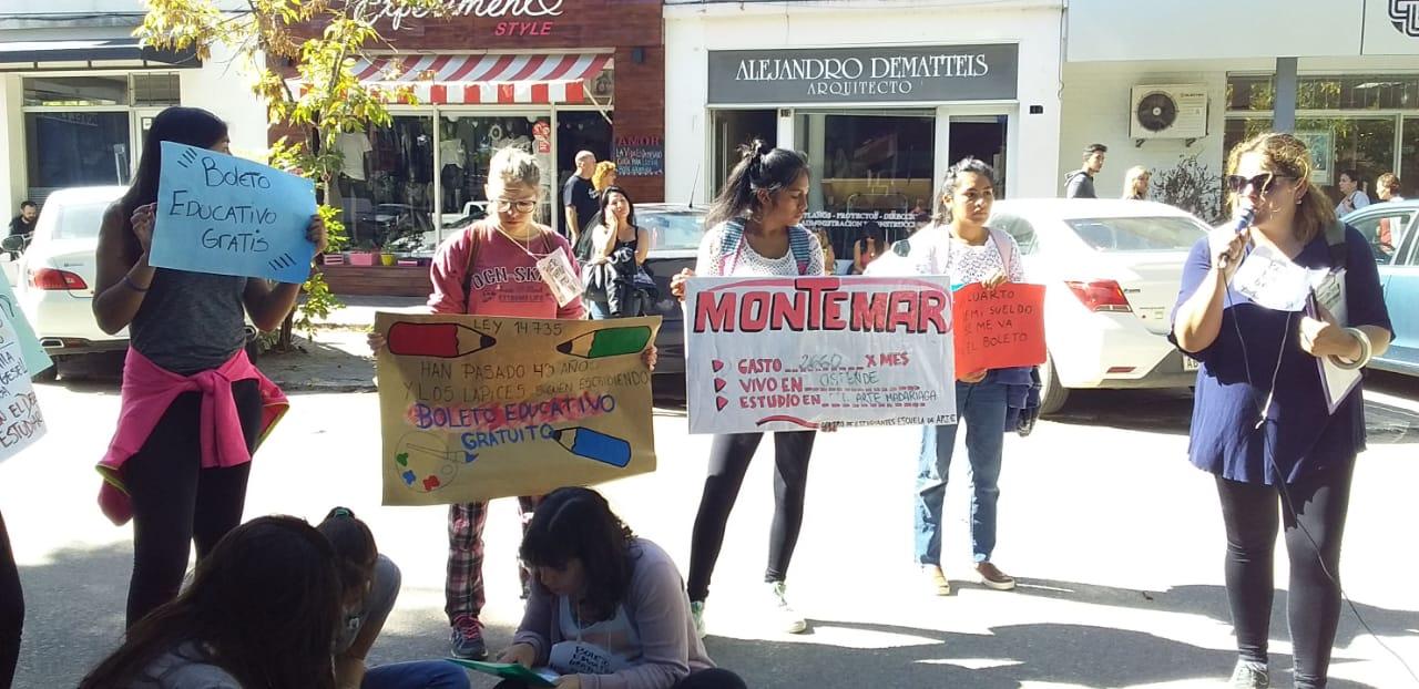 """""""Hay mucha deserción. Queremos que se cumpla nuestro derecho del boleto estudiantil gratuito"""""""