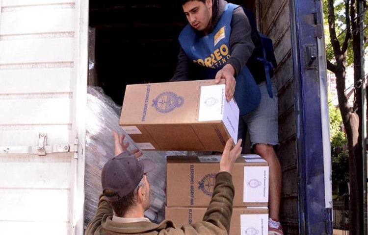 Demoras en la entregas de urnas por parte del correo, inasistencias de autoridades de mesa …