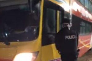 Fuerte allanamiento en Ostende – Situación de santiagueños que no pueden regresar a su provincia