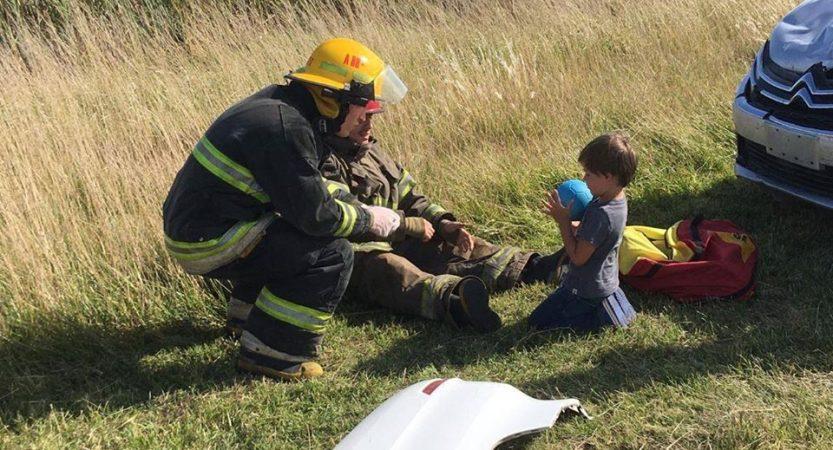 """""""Este es un trabajo en conjunto"""" – Cristian Cáceres – El bombero con un gesto humano e infantil para contener a un menor tras un accidente"""